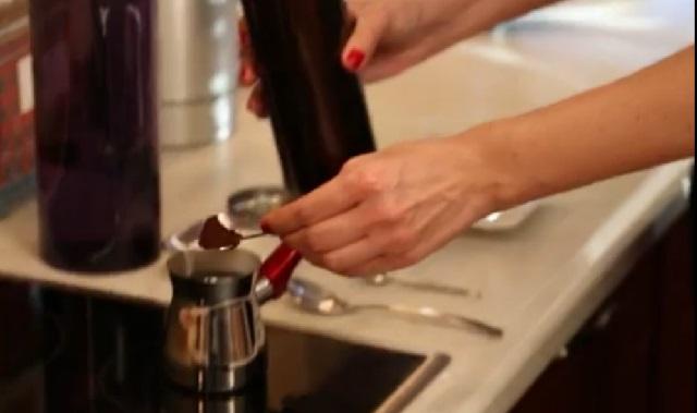 Orta Şekerli Türk Kahvesi Nasıl Yapılır Adım 4