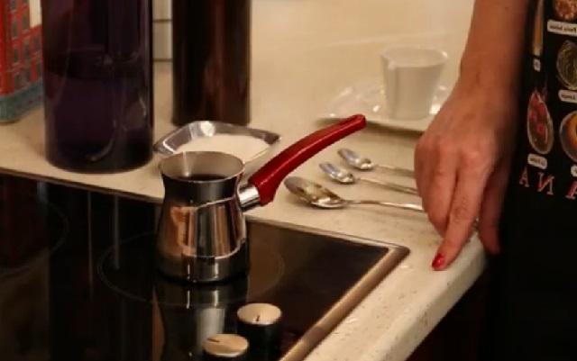Orta Şekerli Türk Kahvesi Nasıl Yapılır Adım 6