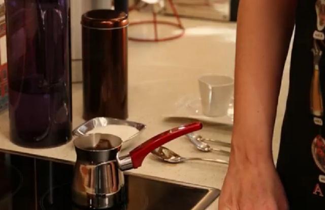 Orta Şekerli Türk Kahvesi Nasıl Yapılır Adım 8
